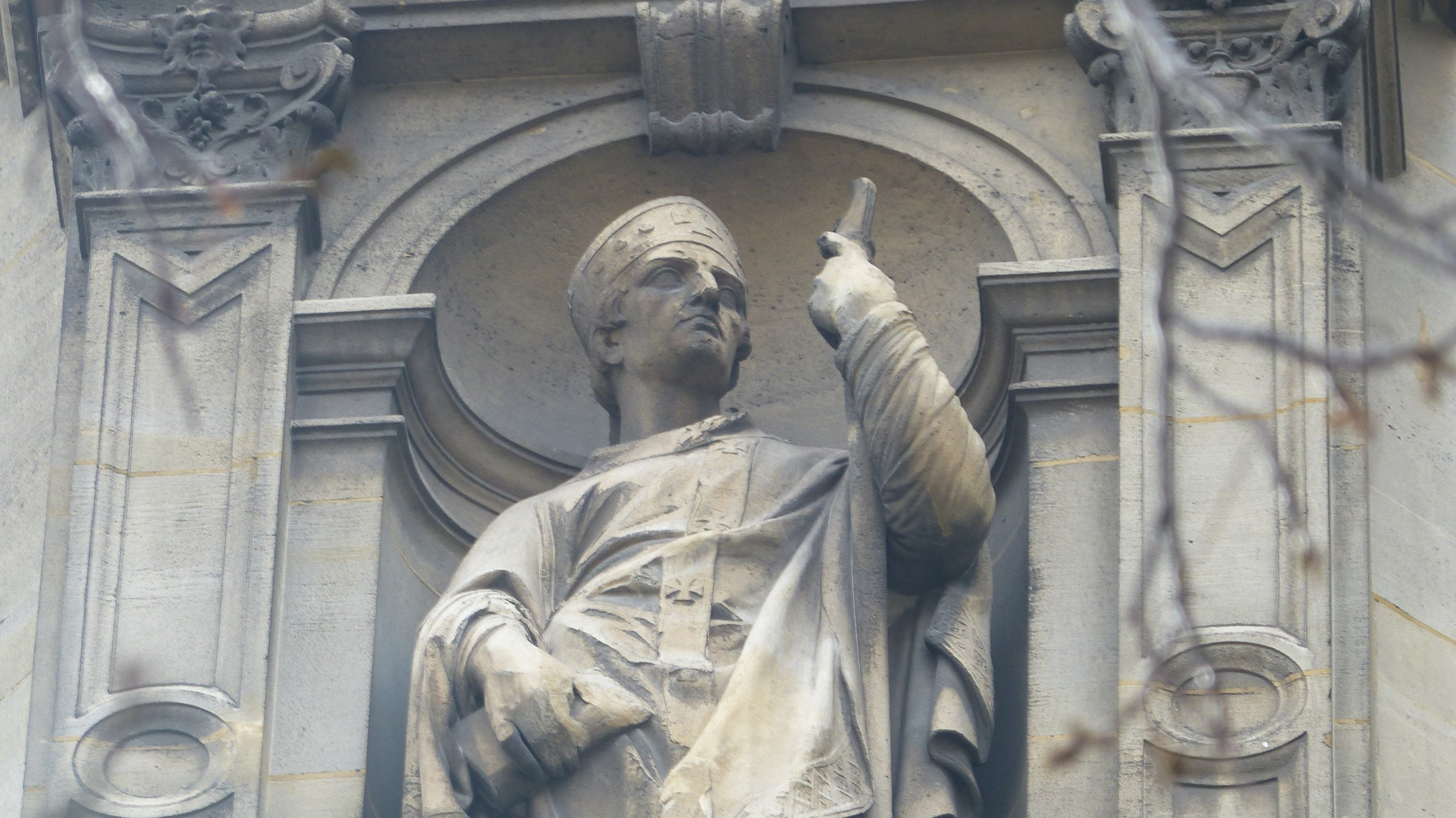 La statue de Saint-Chrysostome